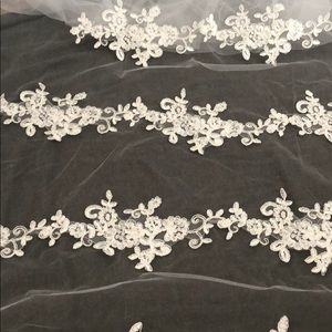 Accessories - 👰🏼new cathedral length lace veil